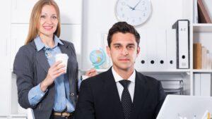 donna e uomo al lavoro